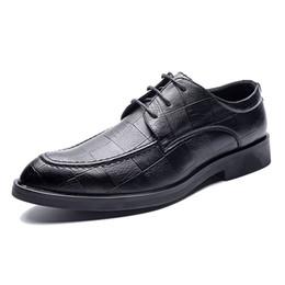 2019 barco sapatos negócio casual Homens Oxford Sapatos Lace Up Casual Homens De Negócios Apontou Sapatos MarcaWedding Men Dress Boat Shoes barco sapatos negócio casual barato