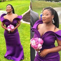 2019 vestido de novia de moda africana Vestidos de dama de honor largos de color morado oscuro Ruffles de moda sin hombros Vestidos de fiesta de boda de sirena sin mangas Vestidos de dama de honor sexy africanos vestido de novia de moda africana baratos