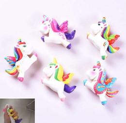 Canada 5 styles super doux squishy lente montée de poney de licorne jouets pressent des jouets de décompression Offre