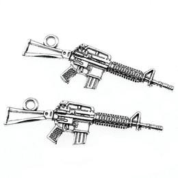 Macchine per fare fascino online-8pcs amuleti fucili mitragliatori ciondoli fucile da cecchino argento tibetano creazione di accessori macchina mitragliatrici 13x44mm