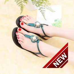 Wholesale Comfortable Flip Flops For Women - New Pattern Korean Pearl Rhinestone Toe Flat Bottom Sandals Woman Level With Pinch Comfortable Women's Shoes black flip flops for women
