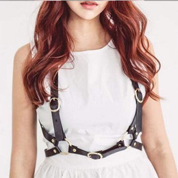 Hot Fashion Suspender Women Belts Sexy Body Bondage en alta calidad hecha de cuero sintético ajustable arnés del cuerpo gótico desde fabricantes