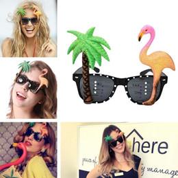 7f4ddcf143 Beach Party Nouveauté Lunettes De Soleil Party Decoration Hawaiian Funny  sunGlasses Flamingo lunettes de soleil cocotier Party Supplies I272  lunettes de ...