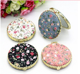 Wholesale gold compact mirror - Hot Mini Makeup Compact Pocket Floral Mirror Portable Two-side Folding Make Up Mirror Women Vintage Cosmetic Mirrors for Gift