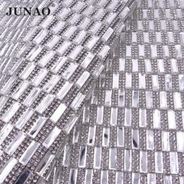 JUNAO 24 * 40cm Hotfix Effacer Strass Noir Tissu Feuille Verre Maille Garniture En Cristal Appliques De Fer Sur Strass Bande pour DIY Robe Chaussures ? partir de fabricateur