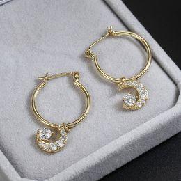 Hebilla de oreja de oro online-Anillo de moda de la personalidad del todo-fósforo pendientes de la estrella de la luna del oído para el oído las mujeres cobre Ambiental circones hebilla joyería plateada oro