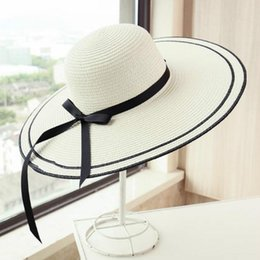 2018 New Summer Caps Travel Lady UV Sun Cappelli Wild Riding Straw Cap  Donne Big Bow Ribbon Hats Straw sconti cappelli selvaggi baf7d1a97a8d