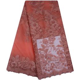 2019 de alta calidad de Nigeria boda tela africana del cordón con perlas bordado diseño africano tela de encaje de tul A1099 desde fabricantes