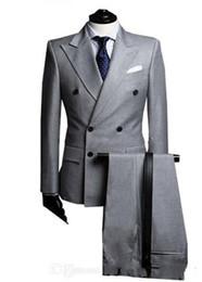 2018 Nouveau Double-Breast Side Vent Gris Clair Groom Tuxedos Peak Revers Groomsmen Hommes De Mariage Tuxedos Costumes De Bal (Veste + Pantalon + Cravate) ? partir de fabricateur