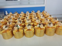 Wholesale Wedding Candy Roses - 50Pcs Lot Gold Roses Round Candy Boxes Wedding Party Decoration 2018 Hot Wedding Style Favor Holders Gift Boxes 100% DIY Boxes