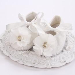 chaussures bébé fille perle, ivoire baptême chaussures de bébé pour fille, chaussons en dentelle pour bébé marcheur pour le baptême # 2X0123 retail ? partir de fabricateur