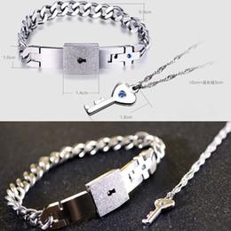 Colliers en bracelets en Ligne-Chaude Couple De Mode Titane Acier Bracelet Homme Et Femmes Clé Pendentif Collier Ensembles Amour Cadeaux D'été Style