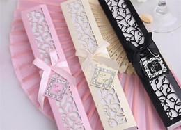 pastel de boda al por mayor juego de cuchillos Rebajas Abanico chino de seda plegable plegable de seda de lujo en una elegante caja de regalo con corte láser Favores de fiesta Regalos de boda G219