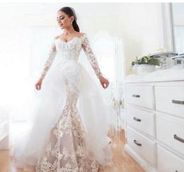 manches asymétriques à manches courtes Promotion Robes de mariée en dentelle sirène 2019 décolleté épaule épaule avec illusion manches longues et jupe oversize asymétrique