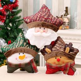Tipos de materiais de tecido on-line-Natal fesival almofada pentagrama forma santa boneco de neve alce material de tecido de poliéster delicado serragem 3 tipos presente de feriado decoração do sofá presente