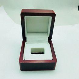 Precio de fábrica al por mayor claro superior una ranura ranura de exhibición de anillo de campeonato de madera 7 * 7 * 5.2 (cm) envío de la gota Embalaje desde fabricantes