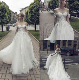 Riki Dalal Neueste Brautkleider Schulterfrei Top 3D Spitze Applique Elfenbein Bodenlangen Brautkleider Nach Maß von Fabrikanten