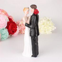 Figurine di matrimonio online-Statuetta decorativa della resina di unione di cerimonia nuziale dello sposo della sposa di cerimonia nuziale delle coppie del cappello a cilindro di anniversario di cerimonia nuziale decorativa romantica di anniversario Trasporto libero