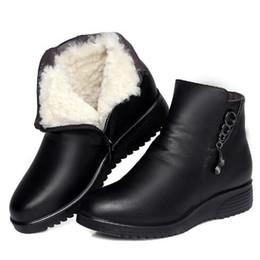 Botas confortáveis wedge tornozelo on-line-Mais novo Botas de Inverno Mulheres Sapato 2018 Moda Rhinestone Macio Couro De Vaca Mulheres Sapatos Botas de Ankle Boots de Lã Confortável e Quente Mulher