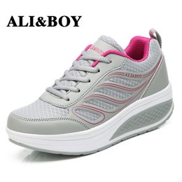 Plataforma de zapatos deportivos online-ALIBOY Slimming Lady Lose Weight 5 cm Platform Wedge Sneakers Women Summer Breathable Mesh Sports Mujer Fitness Swing Shoes
