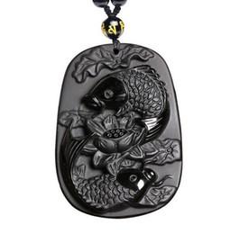 Colgante de loto tallado online-Bellas tallas de obsidiana dos peces y loto negro obsidiana colgante de joyería de los hombres