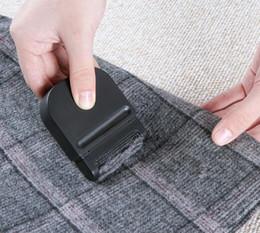 2019 depilação Favores de festa Mini manual de remoção de cabelo portátil roupas para escovar aparador de bola de cabelo desconto depilação