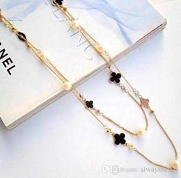 Charm mujeres marca cartas diseño collar trébol de cuatro hojas colgante perla esmalte cadena suéter declaración joyería del banquete de boda accesorios desde fabricantes