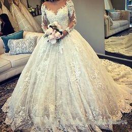 manga comprida ilusão decote bola vestidos Desconto 2018 mangas compridas rendas vestido de baile vestidos de casamento decote ilusão tribunal treinar vestidos de noiva casamento