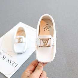 Wholesale british boys - 2019 BRAND letter Children Peas New Boy Small PU British Wind leather Child loafers Soft bottom White toddler Casual shoes black white BLUE
