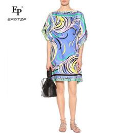 00f2cd857cf30 Yeni 2018 Moda Tasarımcısı Elbise kadın Kısa Kollu mavi Geometrik Baskı  büyük boy XXL Streç Jersey Gevşek Ipek Gün Elbise