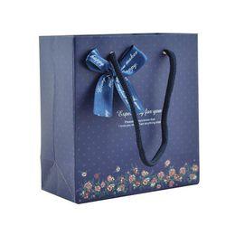 Переработка одежды онлайн-мешок ручки покупкы одежд типа Европы бумажный имеющийся для персонализированного печатания наградные рециркулированные мешки оберточной бумаги подарка