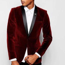 2019 tuta scamosciata rosso scuro Design elegante Smoking dello sposo Due bottoni Scollo di velluto rosso scuro Risvolto Groomsmen Best Man Suit Abiti da uomo da uomo (giacca + pantaloni + cravatta) NO: 872 sconti tuta scamosciata rosso scuro