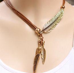 Deutschland Europa und die Vereinigten Staaten heiße neue Drei-Farben-Multi-Layer mit Seil Federn Blätter Quaste Damen Pullover Kette Halskette Versorgung