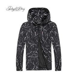 e9894fa2309f DAVYDAISY Hommes Casual Vestes Automne Noir Blanc Éclaboussures D encre  Impression Veste Hommes Manteau De Bombardier Marque Vêtements 5XL 6XL  DCT-242