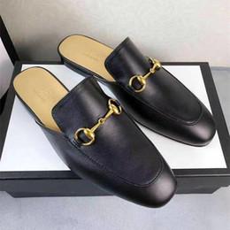 hombres de látex de cadena Rebajas Zapatilla de Princetown reintroducida en un diseñador de cuero clásico de lujo con suela de cuero Horsebit en tono dorado para hombres diapositivas tamaño 38-44