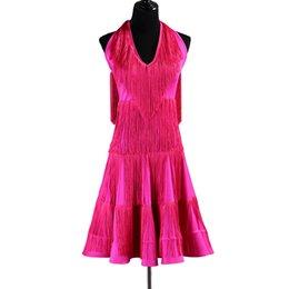 2019 grandes vestidos de color rosa caliente Vestido de baile latino Mujeres Niñas Salsa latina Competencia de baile Vestidos Borla trajes de samba D0508 Hot Pink Halter Big Hem grandes vestidos de color rosa caliente baratos