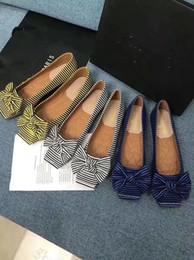 Slip-on Square Toes Chaussures sexy pour filles Bottes à rayures Mocassins à nœud papillon Couleur mélangée Chaussures pour femme, tenue décontractée, bureau Soes Brand ? partir de fabricateur