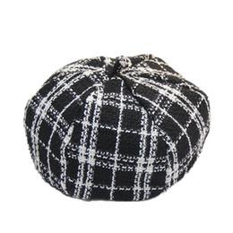 Weißer schwarzer karikaturhut online-Neuer Künstler-achteckiger Hut für Frauen-weiblicher Winter-Schwarz-Weiß-Plaid-Barett-Kappen-Wolle verdicken gestrickte Barette