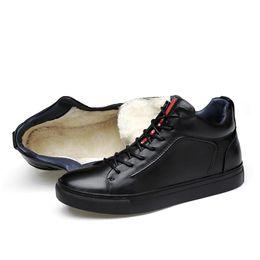 Chaussures de marque plush en Ligne-2018 Véritable En Cuir Hommes Chaussures Casual Chaussures Marque Bottes D'hiver Hommes D'hiver Appartements Sneaker En Peluche Printemps Automne Grande Taille 36-48