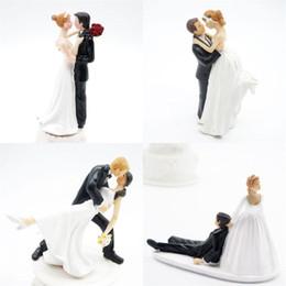 2019 coppia di nozze per torte Originalità tavolo decorazioni centrotavola matrimonio Cerimonia Cake Ornamento sposo Sposa Coppia figura bambola di San Valentino regalo resina 15zh bb coppia di nozze per torte economici