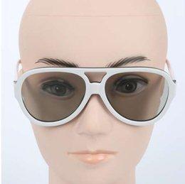 Nova chegada Óculos 3D Passivo para RealD 3D Cinemas e LG Passiva 3D TV  Circular Óculos Polarizados venda Quente acc19fc16c