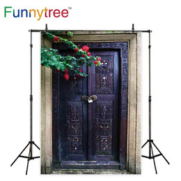 фотографии фоновых дверей Скидка Funnytnyree фоны для фотостудии старая деревянная дверь с винтажным рисунком декор цветок профессиональный фон фотоколл