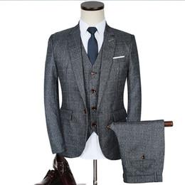 Argentina De lujo para hombre trajes grises 3 piezas chaqueta + pantalones + chaleco vestido formal tamaño chino hombres traje conjunto hombres trajes de boda plaid novio esmoquin Suministro