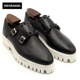 362327365e9d Mens Buckle Monk Strap Schuhe Handgefertigte Dicke Plattform Runway Echtes  Leder Casual Male Schuhe Rutschfeste Rivet Slip On Loafers günstige  mönchriemen