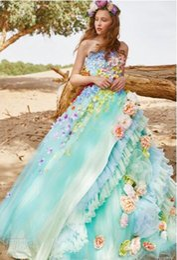 Canada 2018Les robes multicolores arborent des décorations florales ou en forme d'étoile, tandis que les ivoires et les robes pastel plus douces présentent un ton sur ton ou87 Offre