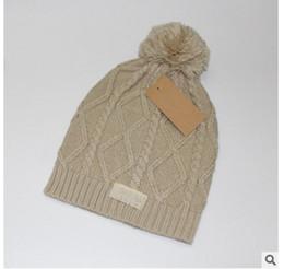 2018 NUOVO marchio Trendy Inverno a maglia Poms Beanie Label Fedora cavo di lusso Slouchy Skull Caps Moda Tempo libero Berretti Cappelli all'aperto da