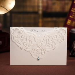bei inviti di nozze Sconti Carta dell'invito dei fiori vuoti bei bianchi dell'invito di nozze del taglio del laser per la stampa libera di compleanno del partito CW5008