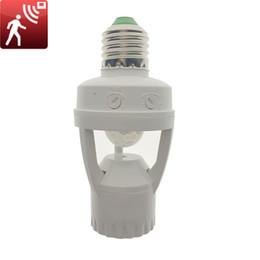 Sensor de base online-Alta sensibilidad PIR Sensor de movimiento E27 LED titular de la base de la lámpara 110V - 220V con interruptor de control de luz por infrarrojos de inducción Bulbo del zócalo