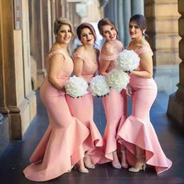 2019 vestidos de moda marfil 2018 Vestidos de dama de honor sin hombros hombros sin espalda Blusa de encaje sin espalda Falda de volantes alta baja de Dubai Dama del vestido de invitados de boda