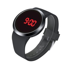 2019 красивые часы мужчины 2018 Fashion Waterproof Men LED Touch Screen Day Date Silicone Wrist Watches Soft Handsome Hot Selling Man Hours erkek kol saati дешево красивые часы мужчины